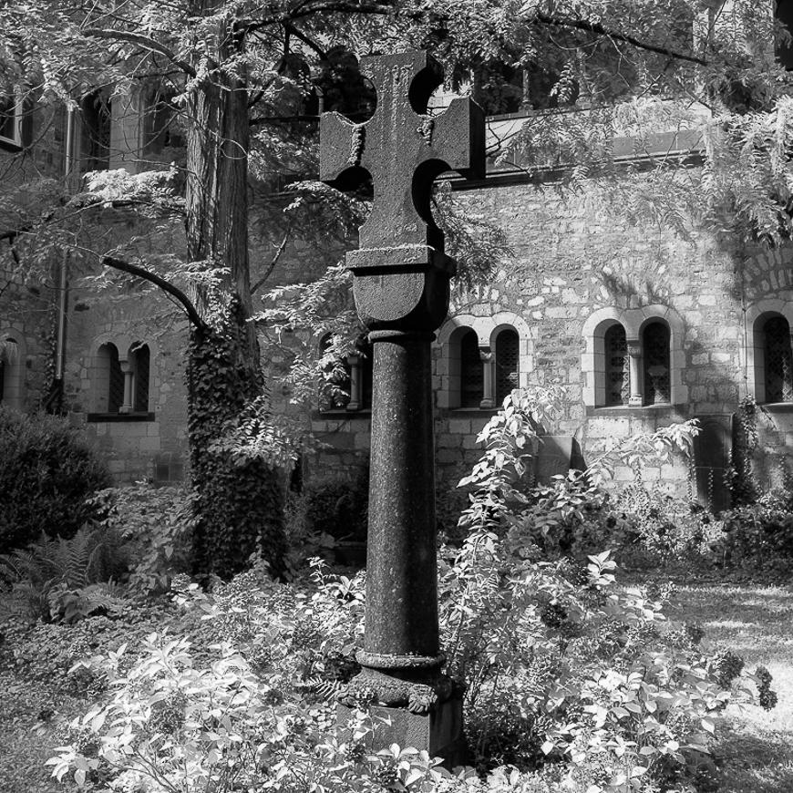 Abtei Maria Laach Kreuzgarten 2